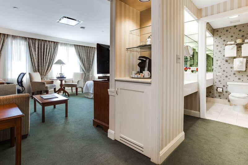 elegant hotel room in worcester ma